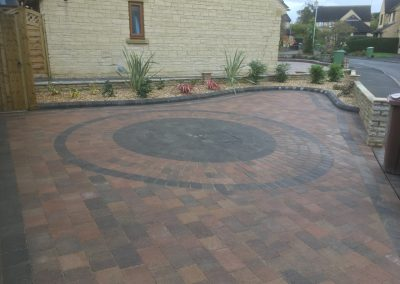 Driveway bespoke design and installation Cotswold paving gloucestershire with landscaping